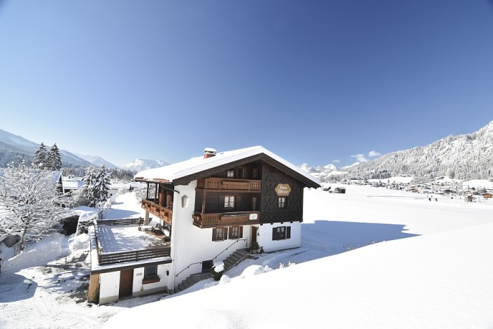 Ferienwohnungen Döllerer Reit im Winkl, Haus in Winterlandschaft